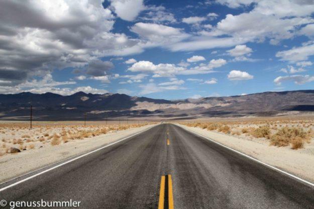 Straße USA ins Death Valley