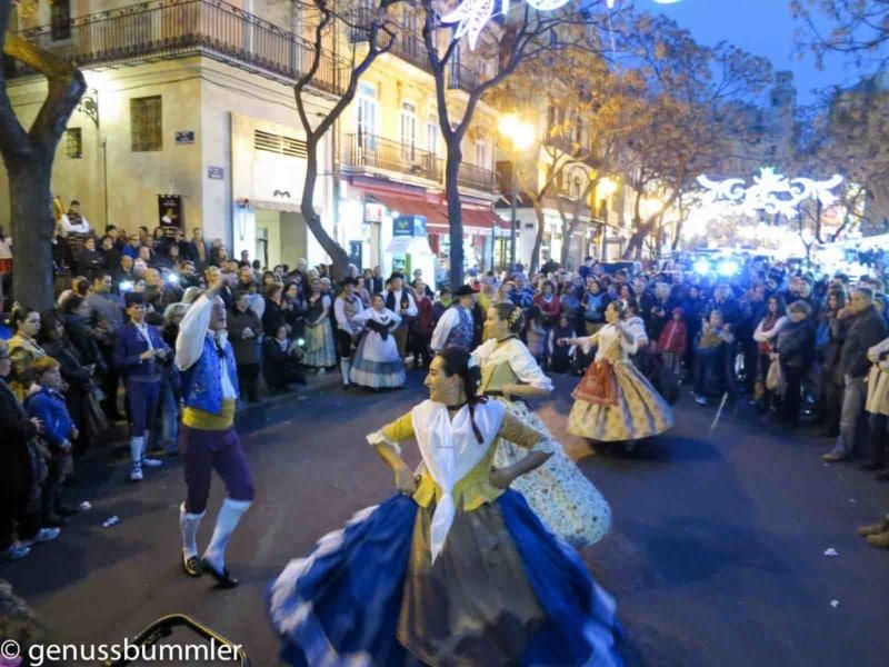 Fallas in Valencia Tanzgruppe