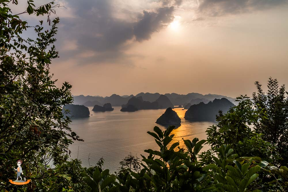 Vietnam Halong Bucht Sonnenuntergang