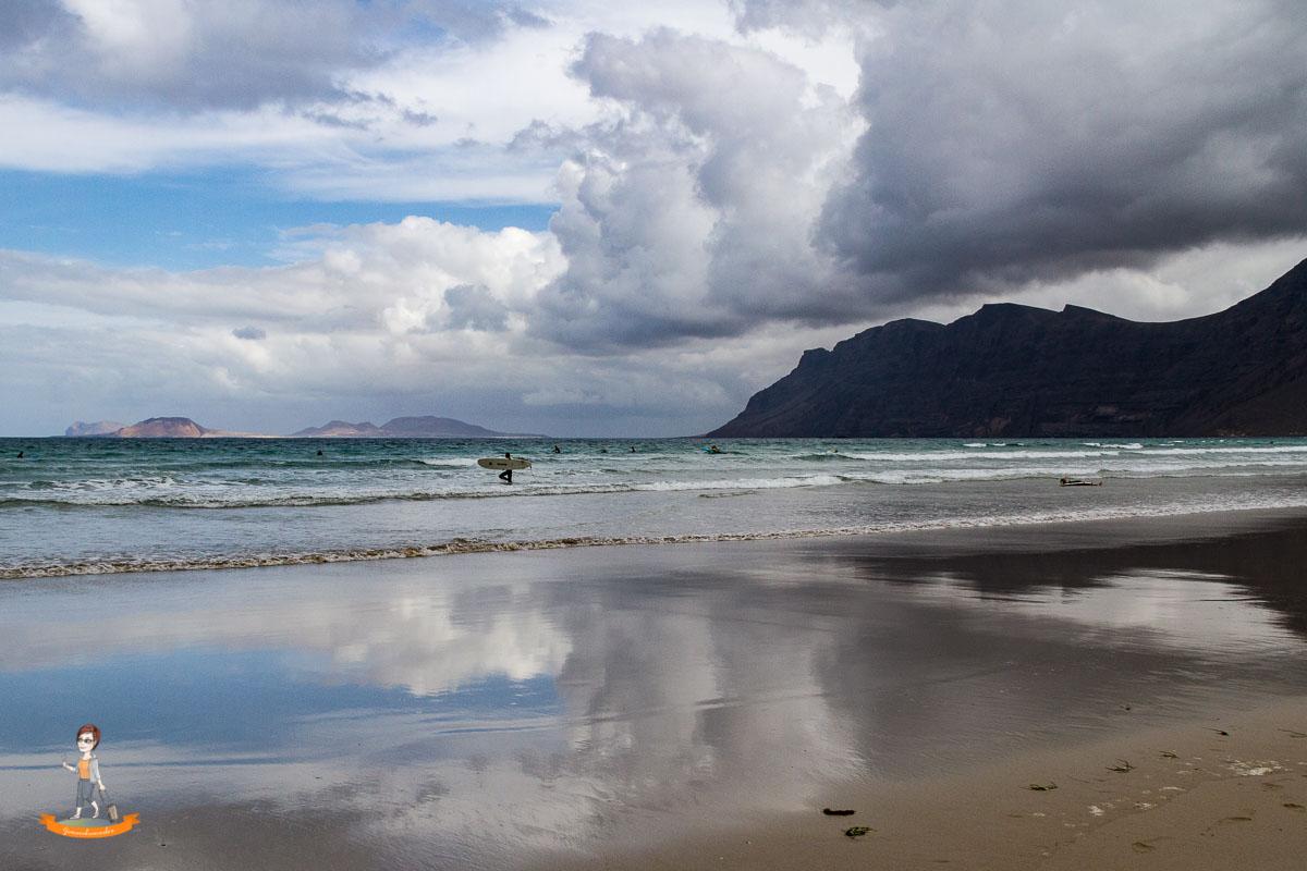 Reiseziel im Winter Strand von Lanzarote