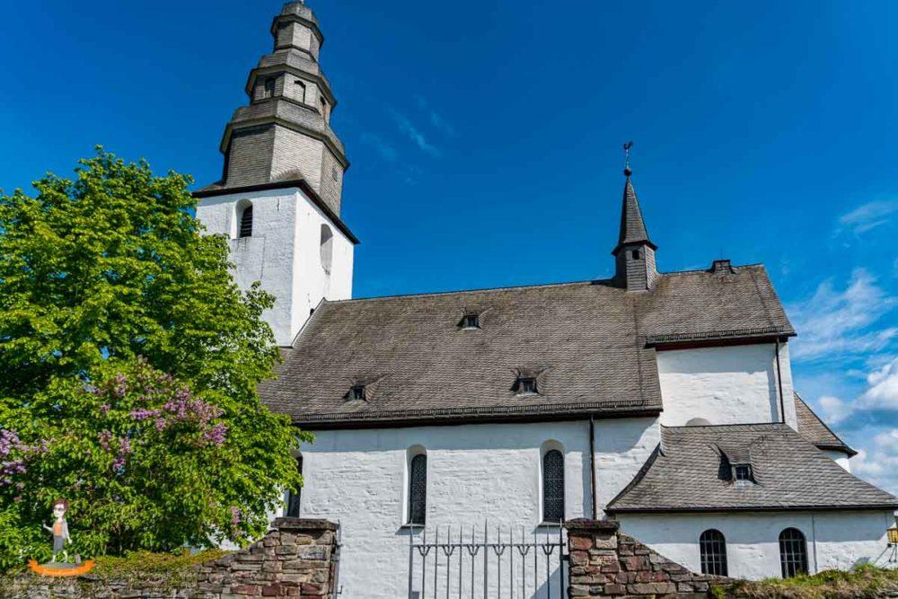 Sauerland Seelenorte St.Peter und Paul Wormbach